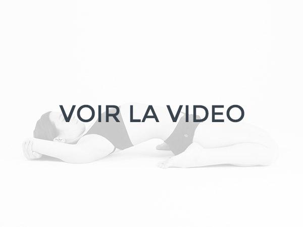 Découvrez la pratique du yoga bikram, le hot yoga original en vidéo
